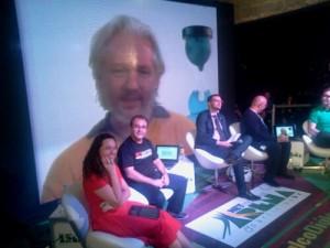 """Diálogo sobre """"Soberania digital e vigilância na internet"""" com a participação de Julian Assange #ArenaNETmundial #AoVivo"""