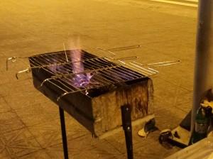 Palma de fogo acenando pelas grades